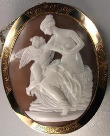 Венера и Амур. Слоеный сардоникс,