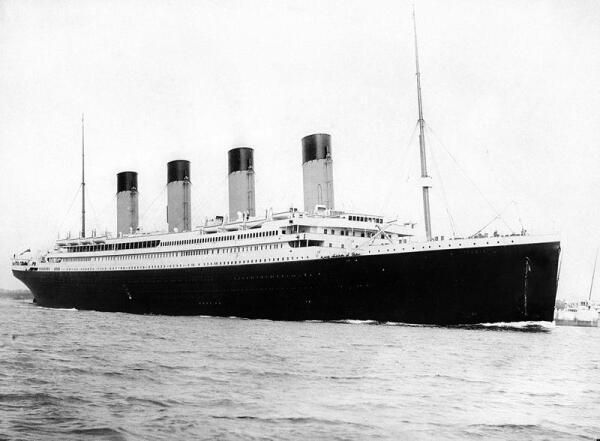 «Титаник» выходит из Саутгемптона в свой первый и последний рейс 10 апреля 1912 года