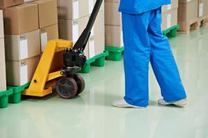Как организовать работу склада? Гидравлические тележки и штабелеры