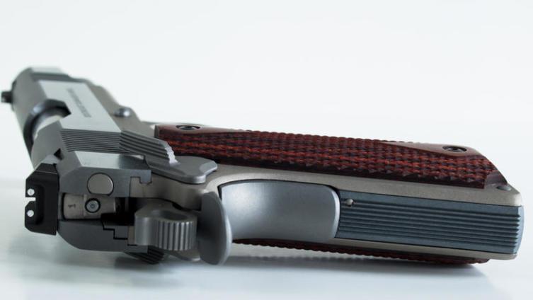 AF2011-A1 «Second Century». Зачем делать из легендарного пистолета Кольт 1911 самозарядную двустволку?