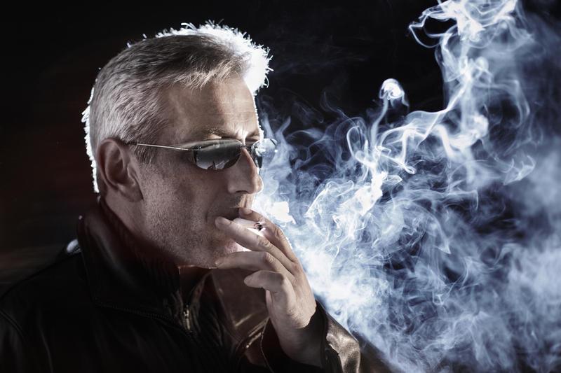 Мужчина курит заменяет секс