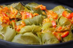 Блюда из листьев, или Во что завернуть комочек фарша?