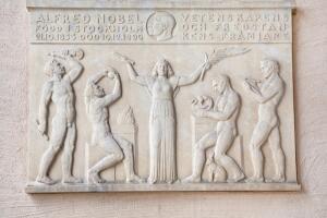 Как Альфред Нобель вошел в мировую историю?