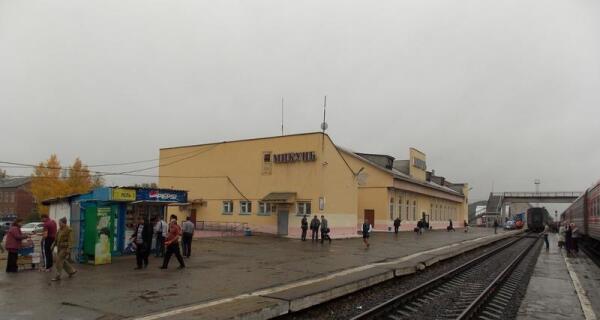 И идут через станцию поезда... Микунь. Сентябрь 2013 г.
