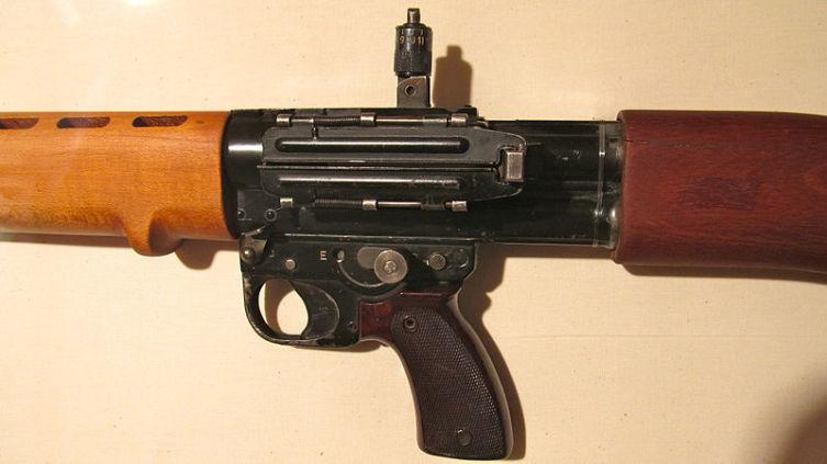 FG-42 (ФГ-42). Почему эту автоматическую винтовку называли «оружие зеленых дьяволов»? 2. Особенности конструкции