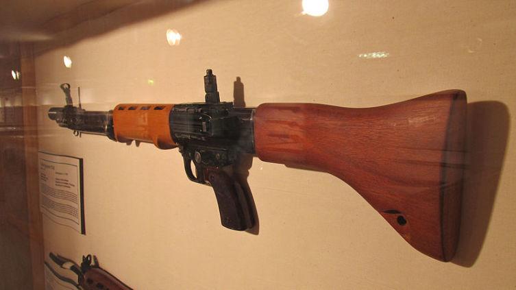 FG-42 (ФГ-42). Почему эту автоматическую винтовку называли «оружие зеленых дьяволов»? 3. Модификации