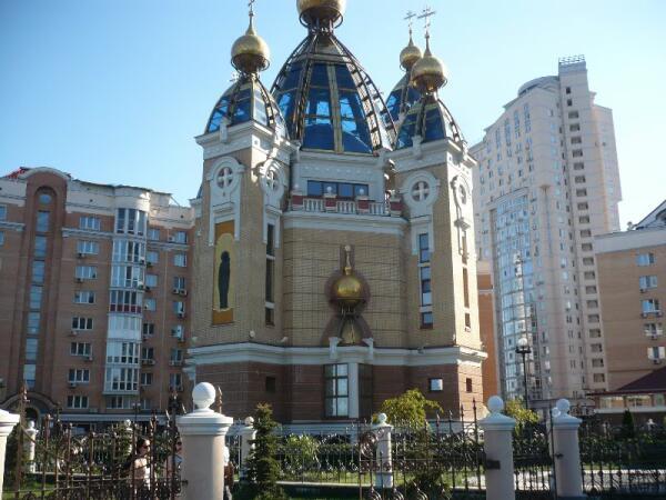 Церковь на Оболонской набережной в Киеве