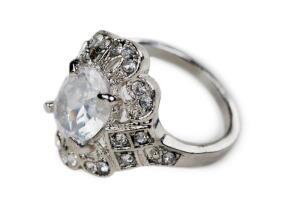 Как отличить украшения из серебра от подделки?