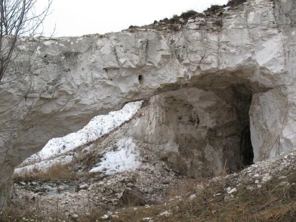 Вход в пещеры. Хутор Титчиха Лискинского района Воронежской области.