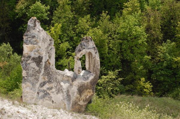 Меловой останец возле Дивногорского монастыря