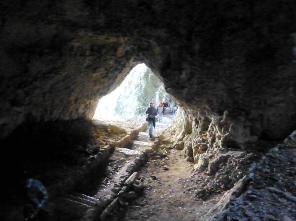В парке немало естественных пещер