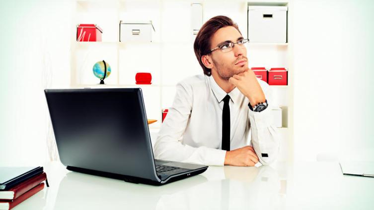 Так ли плохо «работать на дядю»? Плюсы и минусы фриланса