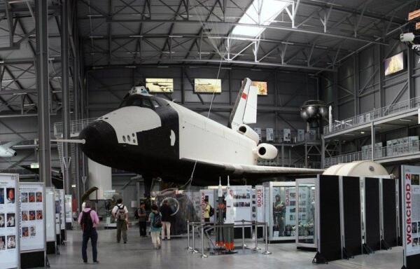 На Германской земле. Самолет-аналог БТС-002 ОК-ГЛИ в космической экспозиции Технического музея в немецком  г.Шпайер, съемка 7 мая 2011 г.: