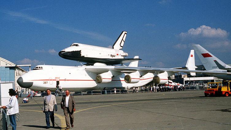 Буран и Ан-225 на авиасалоне в Ле-Бурже, 1989 год