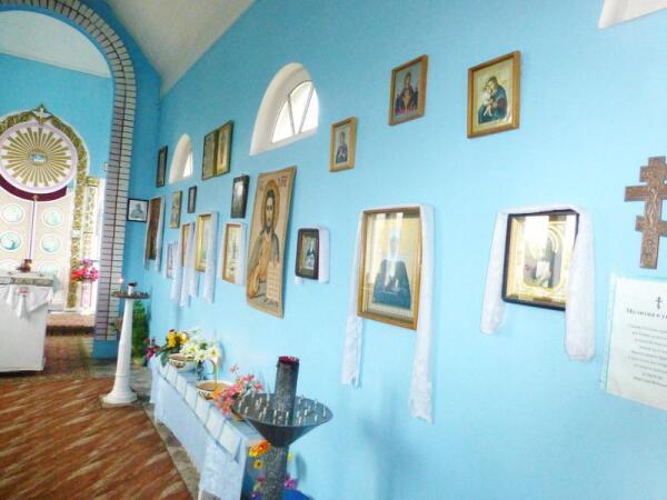 Вид правой стороны храма