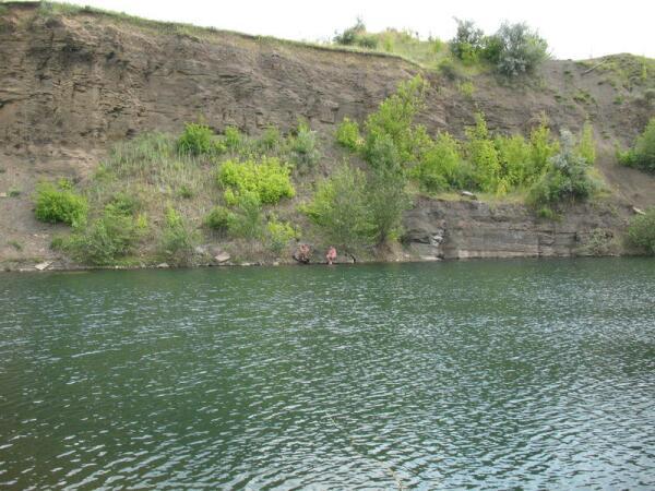 Озеро в заброшенном карьере