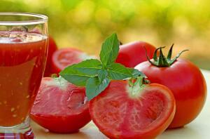 Прежде всего, томат боится того, что он не вырастет. Не вырасти для томата – это позор.
