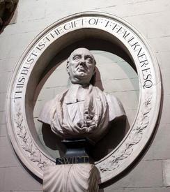 Бюст Свифта на стене собора святого Патрика