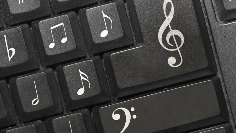 Как научиться аккомпанировать на фортепиано?