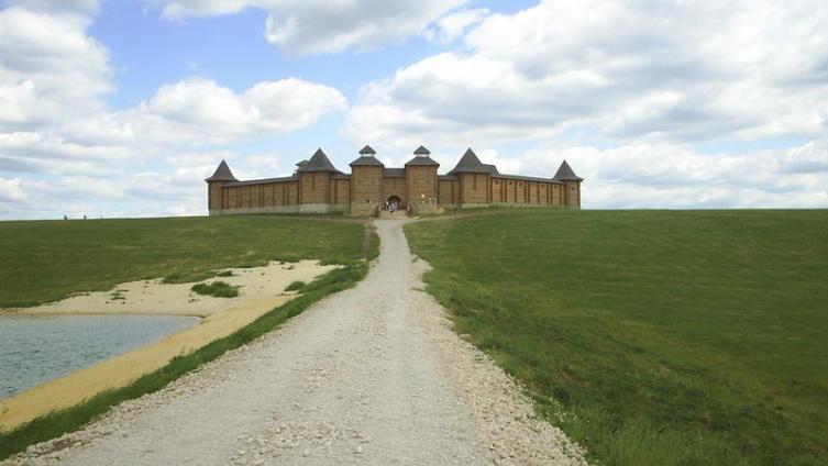 Крепость в сафари-парке близ с. Каменка (Липецкая область, Задонский район)