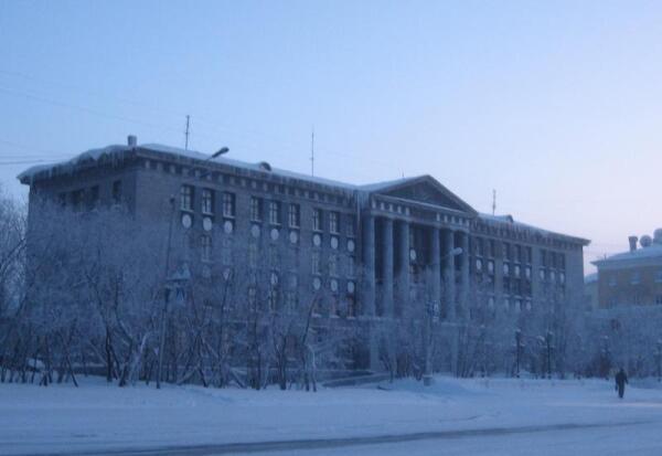 Воркута, ул. Ленина, 46. Горный техникум (сейчас - Горно-экономический колледж)
