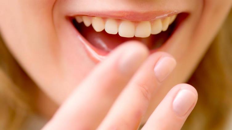 Как приготовить натуральный и недорогой скраб для губ?