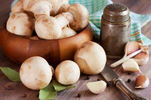 Как приготовить вкусные маринованные шампиньоны?