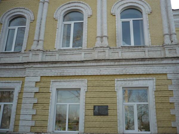Здание бывшей гимназии Товаровой