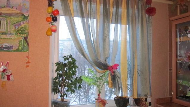 Как сшить оригинальную штору для кухни за два часа?