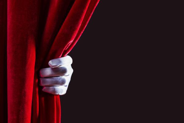«Ромео и Джульетта» в новом свете. Как в театре ставят классику?