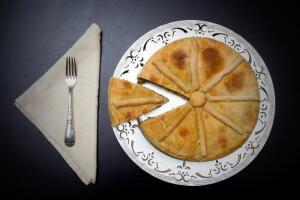 Как быстро приготовить пирог с начинкой из отварного мяса?