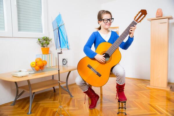 Не хотите ли научиться играть на гитаре?