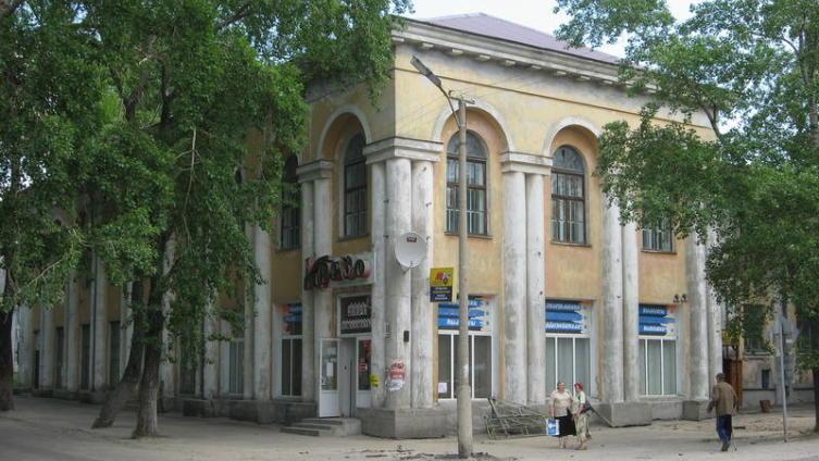 Здание на углу улиц Мира и Советской