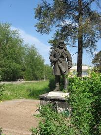 Памятник карельским партизанам. За спиной
