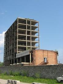 Недостроенное здание административно-бытового корпуса ЦБК