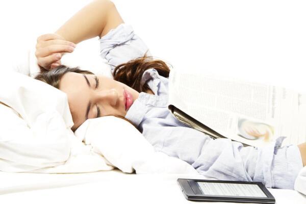 Проникнут ли знания в голову сквозь подушку?