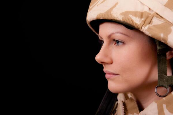 В каких странах женщины обязательно служат в армии?
