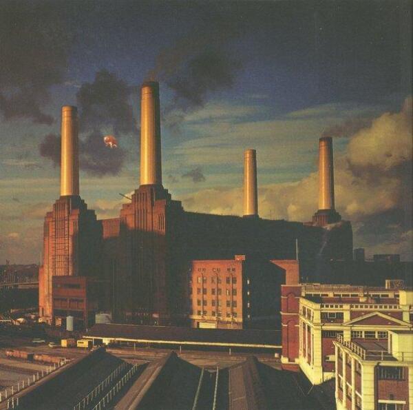 Роджер Уотерс об электростанции: «Мне нравятся её четыре фаллические башни. Идею энергии и власти я нахожу привлекательной в таком странном аспекте»