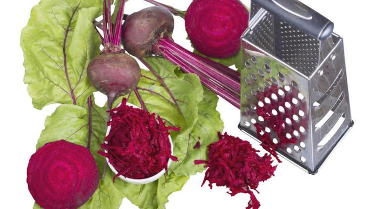 Цель - не набрать вес. Как приготовить полезный салат и волшебный соус?