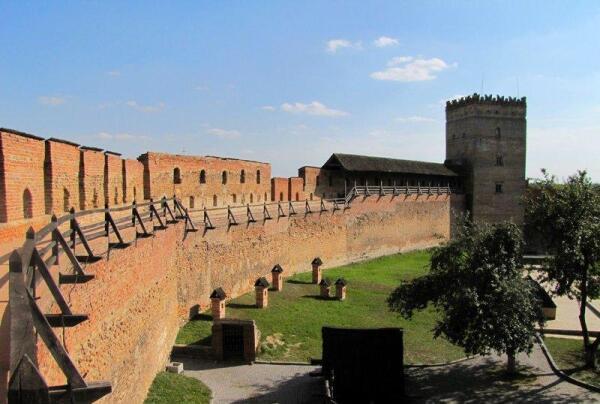 Стыровая башня. Слева к ней примыкает крытая галерея для прохода к бойницам