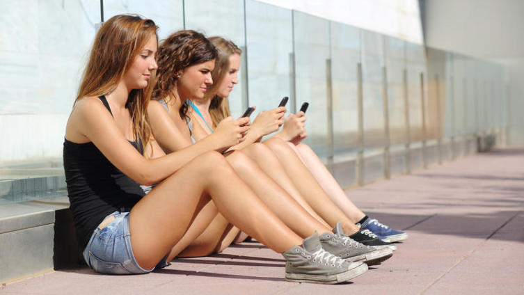 Сколько длится минута в соцсети?