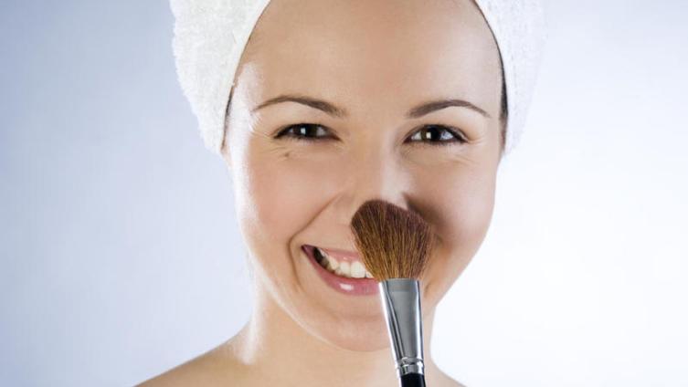 Основа под макияж. Какой она бывает и как ее наносить?