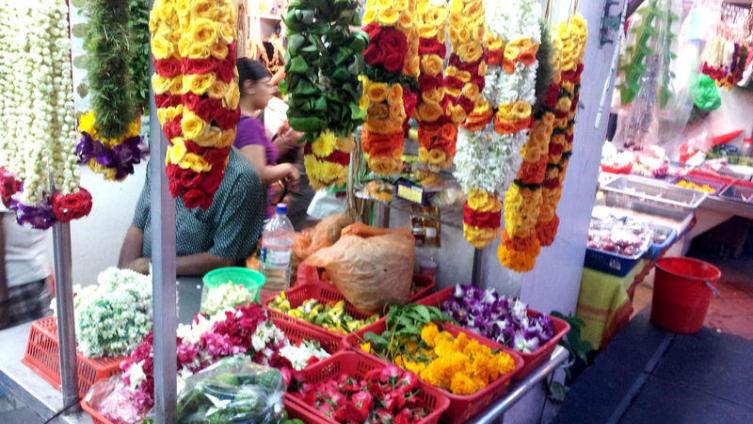 Цветы в индийском квартале