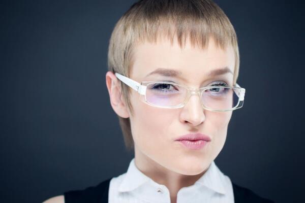 Зачем женщины выстригают челку? Классификация стерв
