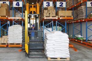 Выбор тележек и штабелеров для склада: на что стоит обращать внимание?