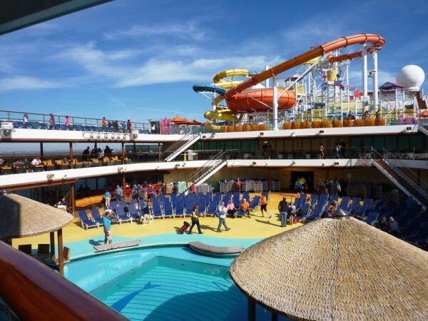 Аквапарк, бассейн - 10, 11 и 12 палубы