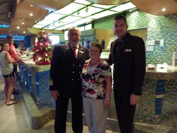 Фото с капитаном  Джиованни  Кутуньо и директором круиза Джеймсом Данном, 31.12.2013.