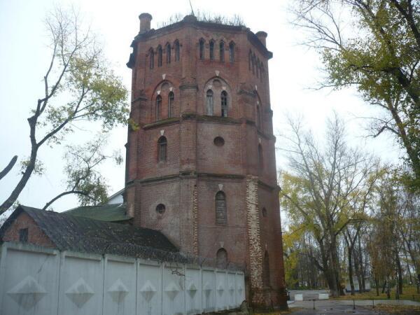 Старинная водонапорная башня в Рамони