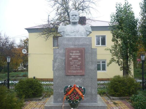 Памятник Мосину в Рамони
