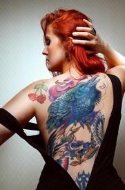 Цветная татуировка такого размера делается за несколько сеансов. Смотрите и дышите в спину...